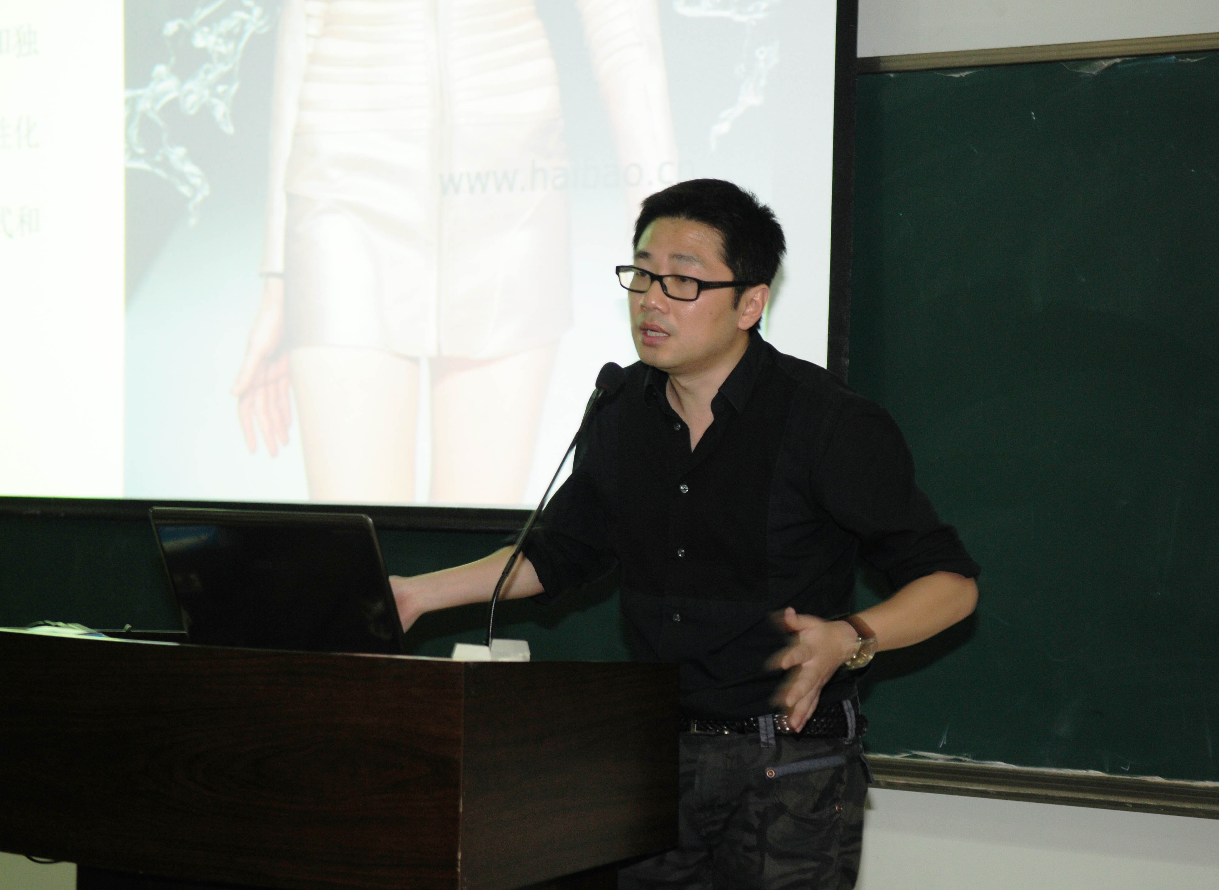 """2012年艺术节系列活动之""""服装设计漫谈""""专家讲座"""