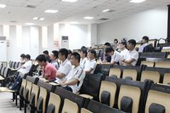 王建梁/中国与美国的教育差距在我国一直是一个十分保受热议的话题。