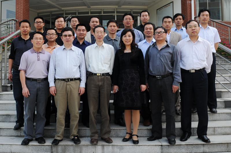 咸丰县初中校长代表团来我校考察学习